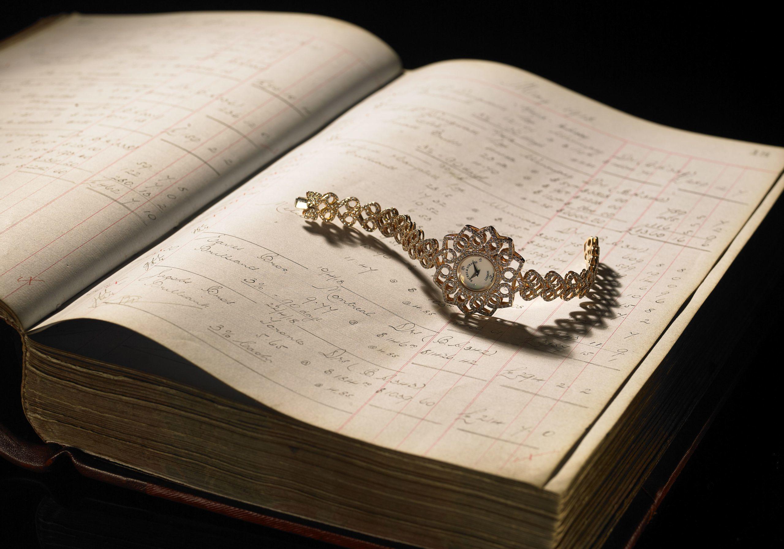 昔の取引の帳簿と時計プリンセス ヴィクトリア (1)