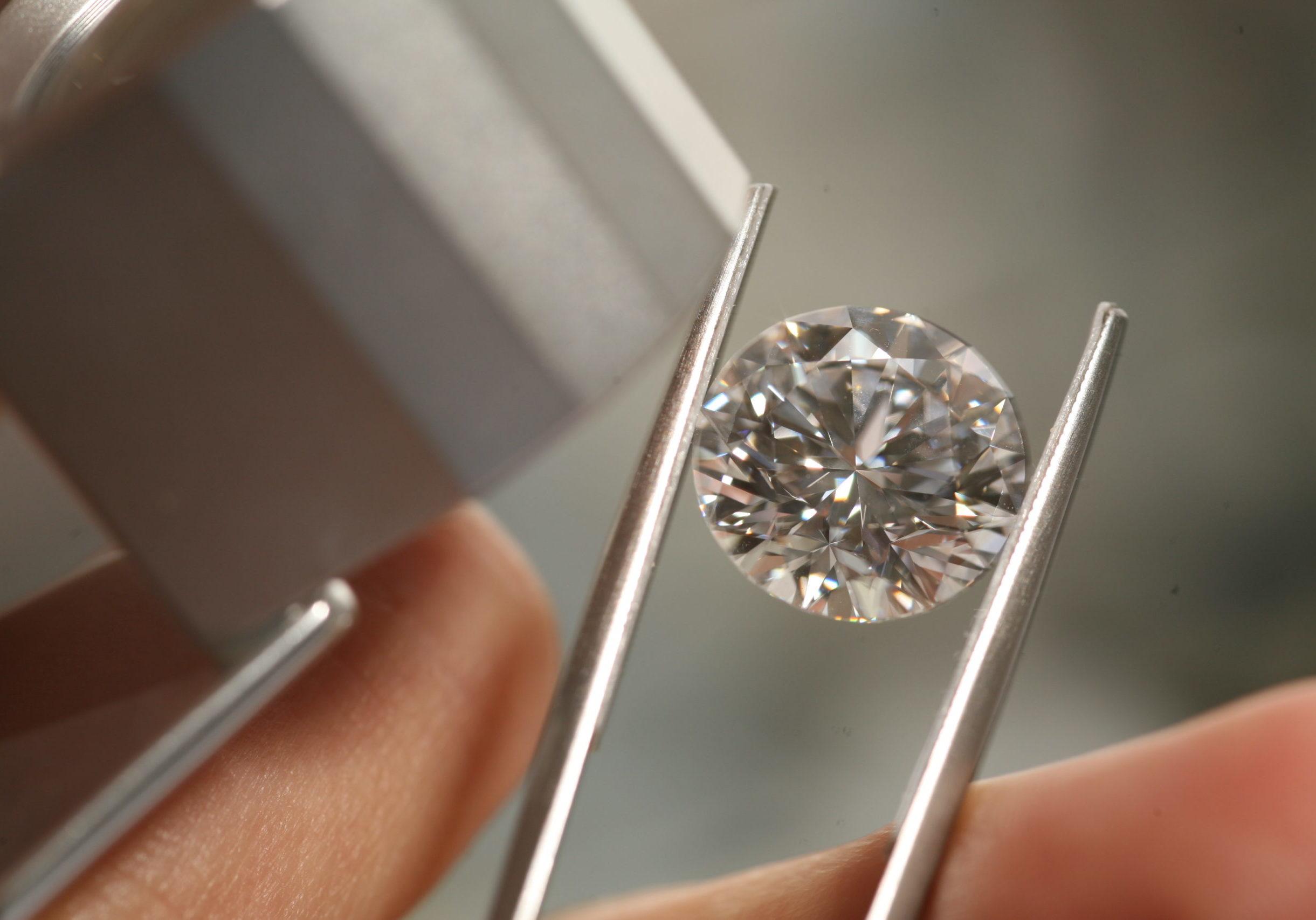 Backes & Strauss - Diamond Image 1 (1)