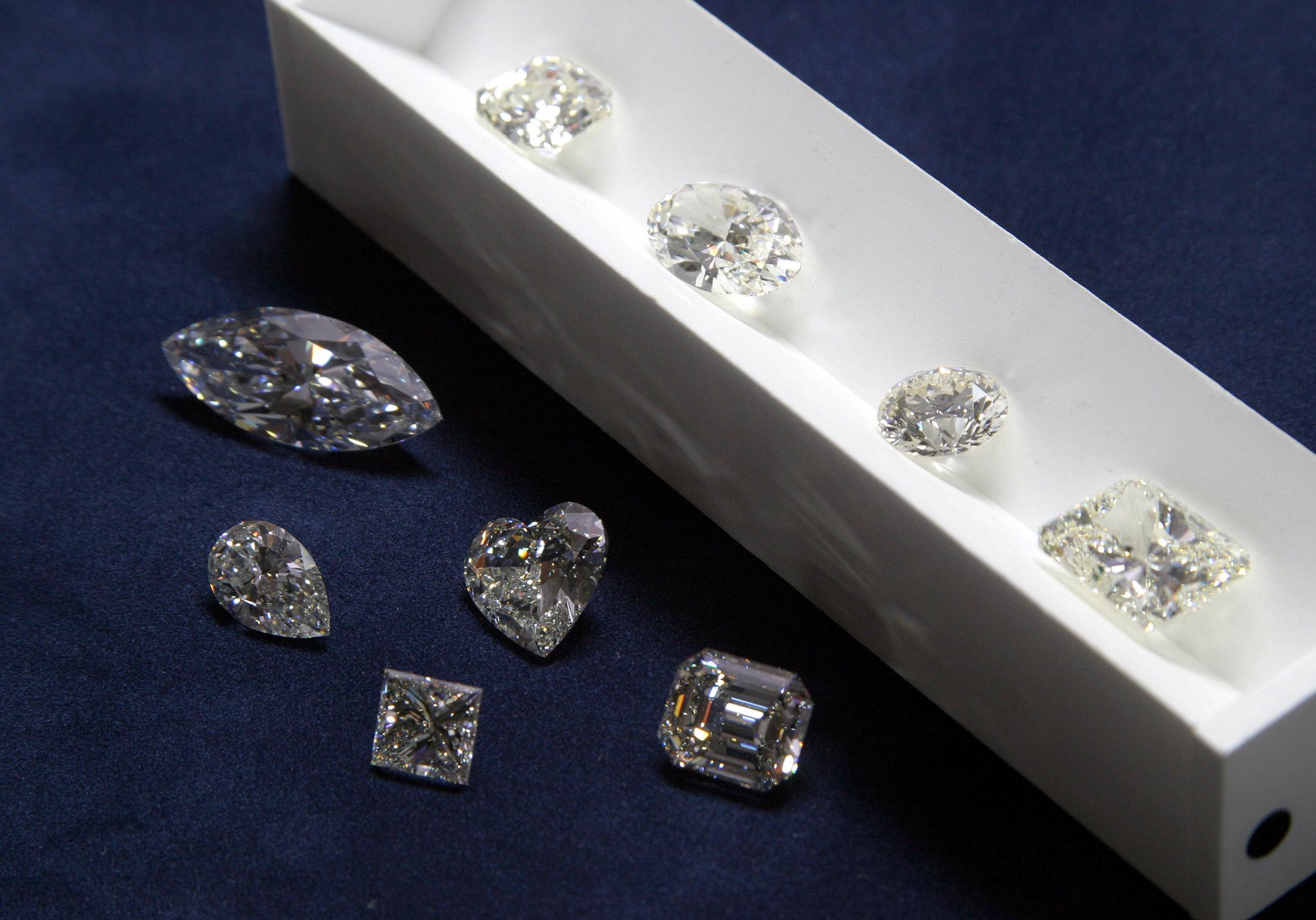 Backes & Strauss - Diamond Image 4 (1)